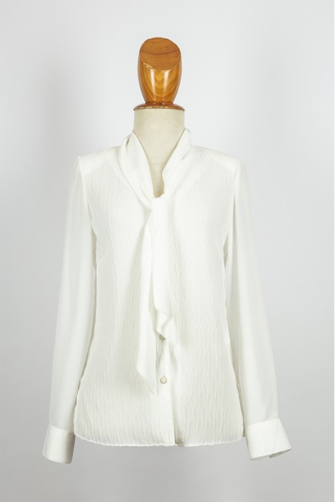 blusa abierta pico/lazo -con plisado